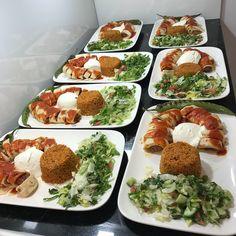 """Instagram'da 🌟🌟harika paylaşımlar🌟🌟: """"Evde Beyti Kebap Tarifi Sizinmenunuzde ne var bugun😊 . Via:@nerminyazilitas Ne yemek yapsam diye düşünmeyin bizitakip edin😊 👉@harika.sofra…"""" Iftar, Menu Design, Food Design, Turkish Recipes, Ethnic Recipes, Breakfast Recipes, Dinner Recipes, Food Platters, Arabic Food"""