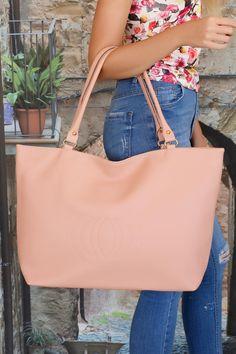 Büyük formlu çantalar sizin için vazgeçilmezse Somon Renk Deri Bayan Kol Çantası…