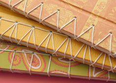 Caderno A5 - 14X20 - 40 folhas - revestimento em papel guaflex - fechamento com elástico chato.       Caderno A5 - 14X20 - 40 folhas -...