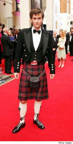 David Tennet... HOT!  A man in a formal Kilt... HOT! David Tennet in a formal kilt done very well... OMG... Yes please !