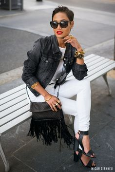 fringed-bag-with-white-t-shirt-and-white-jeans #LuceaRow
