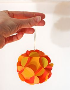 How to Make 3D Paper Ball Ornaments by howaboutorange: Free PDF templates! #Paper_Ball #howaboutorange #Crafts