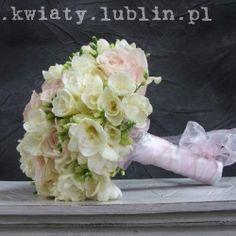 bukiet ślubny z frezji i róży
