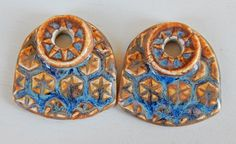 Porcelain , brown and blue earrings . By Mª Carmen Rodriguez ( Majoyoal ) https://www.facebook.com/groups/CeramicArtBeadMarket/
