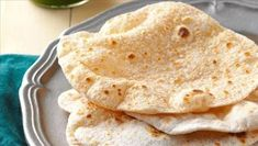 Chapati Breads Recipe -My daughter and I used to make this Indian flatbread frequently. It's so fun and goes well with any spiced dish. We use the extra chapati to make sandwich wraps. Chapati Recipes, Flatbread Recipes, Easy Bread Recipes, Whole Food Recipes, Cooking Recipes, Starter Recipes, Make Naan Bread, Flat Bread, Indian Dessert Recipes
