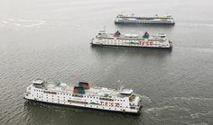 De drie schepen van TESO. Onder de Schulpengat, midden de Dokter Wagemaker en boven de Texelstroom. Foto Herman IJsselink/Flying Focus