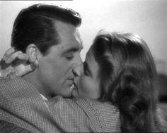 """Encadenados: Estamos ante el beso más largo del mundo. Alfred Hitchcock  era un enamorado de este tipo de escenas """"subidas de tono"""".  Protagonizada por Cary Grant e Ingrid Bergman"""