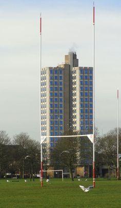 La Attenborough Tower y el campo de rugby. Foto R.Puig
