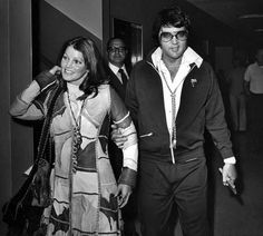On October 1973 Elvis and Priscilla Presley were divorced in Santa Monica, California. They had been married since May and had one child, Lisa Marie. Elvis Presley Pictures, Elvis Presley Family, Elvis Presley Music, Priscilla Presley Wedding, Elvis And Priscilla, Cecile, Wedding Dresses Plus Size, Lisa Marie, Graceland