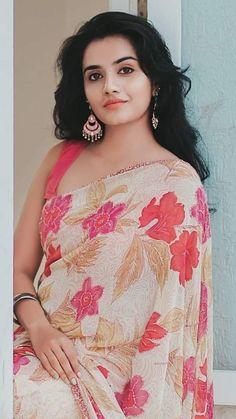 Indian beauty Cute Beauty, Beauty Full Girl, Beauty Women, Beautiful Saree, Beautiful Indian Actress, Beautiful Actresses, Indian Bikini, South Indian Bride, Indian Models