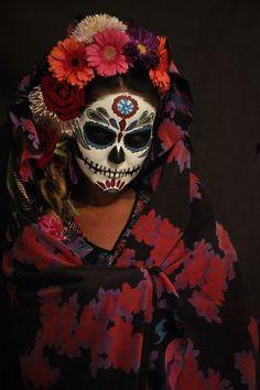 Dia de los muertos Day of the dead! Chicano, Day Of The Dead Mask, Sugar Skull Costume, Mexican Artwork, Skull Makeup, Dead Makeup, Fx Makeup, Steampunk Halloween, Photo Makeup