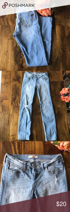 """Skinny Hollister Light Wash Distressed Jeans Skinny Distressed Hollister Jeans Light wash Size 5 regular Like new condition, no signs of wear 81% cotton, 18% polyester, 1% elastane Waist 29"""", inseam 30"""", rise 7.5"""", leg openings 14""""  Offers welcome, no trades Hollister Jeans Skinny"""