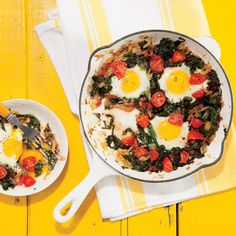 Eat these for healthy looking hair: Chard (breakfast skillet with egg, tomato, and onion. Breakfast Skillet, Best Breakfast, Healthy Breakfast Recipes, Brunch Recipes, Fall Recipes, Healthy Recipes, Egg Skillet, Healthy Eating, Atkins Breakfast