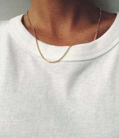 FinerRings The Delicate Crinkled Short Chain - Gold Best Mens Fashion, Fashion Tips, Color Fashion, Fashion 2020, Style Fashion, Fashion Ideas, Easy Style, Jewelry Accessories, Fashion Accessories