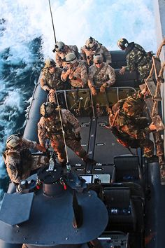 US Navy SEALS, some of our country's bravest heroes. Special Ops, Special Forces, Military Men, Military History, Military Photos, Luftwaffe, Go Navy, Us Navy Seals, My Champion