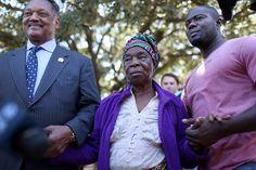 Ebola Scares Off Tutors as Dallas Virus Case Spurs Fear - Bloomberg