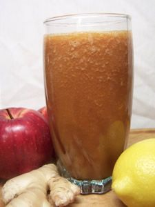 """""""Apple, Lemon and Ginger Juice The flavor of this juice is refreshingly sweet… Lemon Smoothie, Juice Smoothie, Healthy Liver, Healthy Eating, Healthy Smoothies, Smoothie Recipes, Liver Cleanse Juice, Raw Food Recipes, Healthy Recipes"""