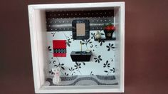 Nicho de banheiro ou lavabo, feito em madeira MDF, pintado com tinta PVA, miniaturas de madeira pintada e envernizadas, tecidos, diversos papéis de scrap book,bijú, miniatura de resina pintada,espelho,flores artificias,etc