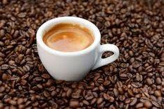 Ho scelto la foto del caffè (kaffeee) perchè è la prima cosa che bevo appena sveglio. Mi fa iniziare bene la giornata, con calma, è una specie di rituale.