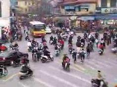Imparare ad attraversare la strada ad Hanoi è stato così impegnativo che non posso non tornare a vedere se sono ancora capace!