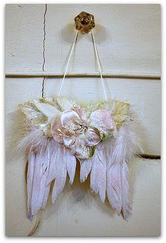 Small cherub wings with pink velvet flower
