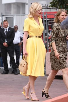 Kirsten Dunst in classic Dior yellow sundress. And that purse too! Love!