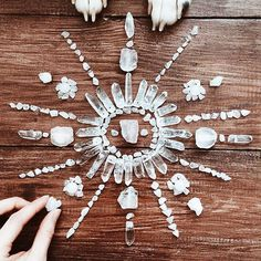 Look at that beautiful crystals mandala 🎆 Wicca, Crystal Magic, Crystal Grid, Crystals And Gemstones, Stones And Crystals, Crystal Mandala, Crystal Aesthetic, Witch Aesthetic, Crystal Meanings