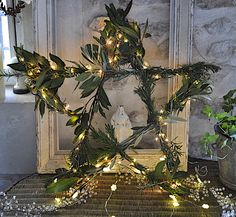 **1** BEAUTIFUL Natural and lighted Star wreath..and the complete vignette