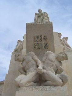 monument aux morts pacifiste. Square Lucien Beaufrère à Vierzon