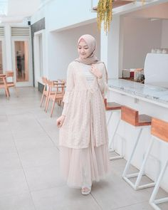 Skirt outfits chic blouses 28 Ideas for 2019 Source by dresses muslim Hijab Gown, Hijab Dress Party, Hijab Style Dress, Dress Muslim Modern, Muslim Dress, Dress Brokat, Kebaya Dress, Outfit Chic, Casual Hijab Outfit