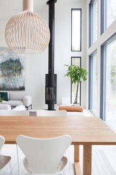 Harmaja honkain keskellä - Valkoinen Harmaja Ceiling Lights, Living Room, Lighting, Interiors, Home Decor, Homemade Home Decor, Ceiling Light Fixtures, Ceiling Lamp, Drawing Room