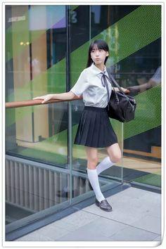 School Girl Japan, Leg Thigh, Character Poses, School Uniform, Beautiful Asian Girls, Cosplay Girls, Japanese Girl, Cute Girls, Fashion Models