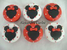 cupcakes minnie  by Alexandra Bolos Artísticos, via Flickr
