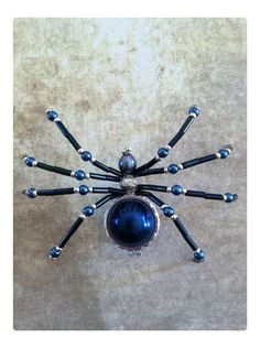 DIY Beaded Spider. She also has an amazing 365 Spider blog where you can gather inspiration: http://atomicrose.blogspot.com/ #diy #crafts #spiders #halloween #beads #beaded_spider #insects