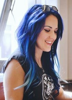 -Blue hair- Alissa White-Glutz Arch Enemy The Agonist Heavy Metal Girl, Heavy Metal Bands, The Agonist, Ladies Of Metal, Alissa White, Good Looking Women, Thing 1, Blue Hair, Musica