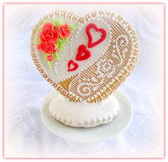 Little gift for wedding – vanilla cookie decorated with royal icing Royal Icing Decorations, Vanilla Cookies, Little Gifts, Cookie Decorating, Wedding Gifts, Sugar, Heart, Sweet, Desserts