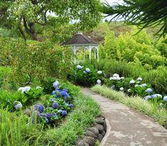 Kula Botanical Garden is an botanical garden located in Maui, Hawaii featuring over exotic and native plant varieties. Hawaii Usa, Maui Hawaii, Kauai, Maui Attractions, Kula Maui, White Gazebo, Sacred Garden, Twin Falls, Garden Show