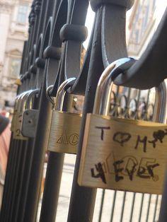 #Roma candados de amor...