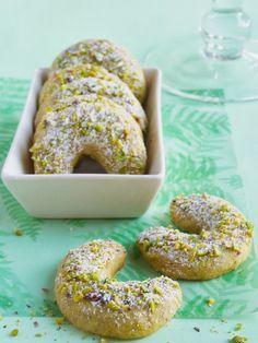 Eastern European Recipes, Hungarian Recipes, Hungarian Food, Sweet Cookies, Pavlova, Croissant, Bagel, Doughnut, Biscuits