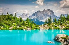 Turquoise water of Sorapis lake