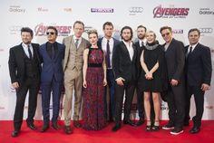 Robert Downey Jr., Paul Bettany, Chris Evans, Scarlett Johansson, Elizabeth Olsen, Jeremy Renner, Mark Ruffalo, Andy Serkis, Aaron Taylor-Johnson and Chris Hemsworth at event of Avengers: Age of Ultron (2015)