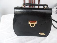 http://produto.mercadolivre.com.br/MLB-497599826-linda-bolsa-retr-em-couro-_JM