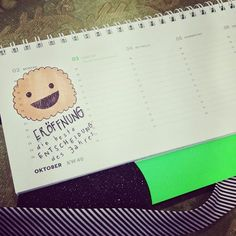 Schaut mal, wie süß: Miriam (@auxkvisit) hat uns zur Ansicht einen wunderschönen Kalender von 2017 geschenkt und unsere Eröffnung eingetragen! #diebesteEntscheidungdesJahres #kekshandgemachtes #jahresrückblick #auxkvisit #blogger #blog #stadtblog #augsburgblogger #conceptstore #conceptstoreaugsburg #augsburg