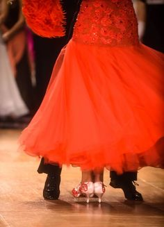 A heel pull (turn) in the International Style Foxtrot. Danced by Charlene Proctor and Michael Choi at Emerald Ball, Los Angeles 2015 https://www.facebook.com/photo.php?fbid=10153246175709424