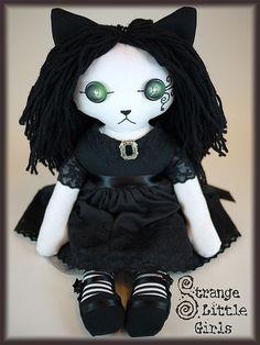 I love it! I want one!! Gothic cat doll - Freyja @Camilla Whitney