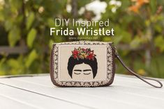 I had this wristlet around for many years and never used it. The wristlet had an outside pocket for the cell phones used years ago and that kind of made it ugly Refashion, Diy Clothes, Inspired, Sewing Ideas, How To Make, Bags, Inspiration, Embroidery, Handmade Clothes