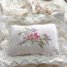 Irresistible Embroidery Patterns, Designs and Ideas. Awe Inspiring Irresistible Embroidery Patterns, Designs and Ideas. Cushion Embroidery, Hand Work Embroidery, Embroidery Flowers Pattern, Japanese Embroidery, Silk Ribbon Embroidery, Crewel Embroidery, Hand Embroidery Designs, Vintage Embroidery, Floral Embroidery