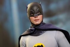 Figura Hot Toys de Batman (1966)