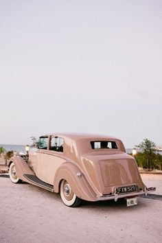 .Not sure what kind of classic car this is.. Photo-credit: Also unknown