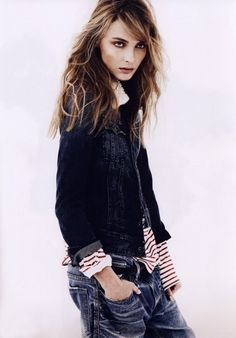 Keira Knightly (celebrity) denim jacket + breton top + boyfriend jeans : rolled up sleeves/folded sleeves, quirk
